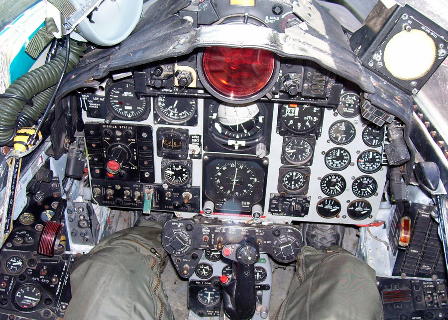 F-4 COCKPITS LAY OUT